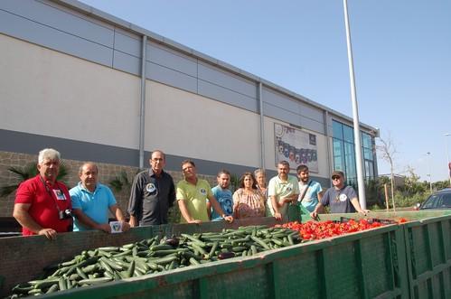 Foto de archivo de una retirada de producto organizada por la Asociación hace unos meses en El Ejido.